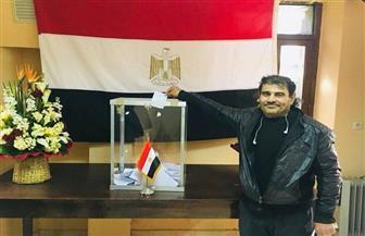 أسعد عبد الجليل.. مصري تحمل السفر ليومين للإدلاء بصوته بسفارة مصر بالرباط   صور