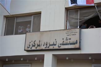 """مصرع شقيقين سقطا من أعلى سيارة تحمل """"جهاز"""" شقيقتهما في نبروه"""