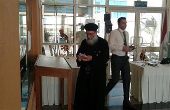 كاهن الكنيسة القبطية الأرثوذكسية المصرية بالدوحة يدلي بصوته في الانتخابات الرئاسية|صور