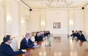 عمرو موسى والسنيورة يلتقيان الرئيس الأذربيجاني على هامش مؤتمر دولي في باكو