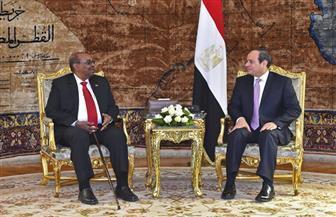 الرئيس السيسي يتلقى اتصالا هاتفيا من عمر البشير للتهنئة بفوزه بالانتخابات الرئاسية