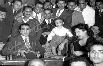 صور نادرة للفنان حسين صدقي مع زوجته وابنه ومريم فخر الدين عام 1955