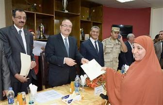 تسليم 200 شهادة أمان المصريين بالمجان في بني سويف | صور