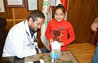 """طفلة تتبرع بـ """"مصروفها"""" لمستشفى الأطفال بجامعة المنصورة"""