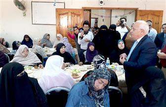 محافظ بورسعيد يشارك أمهات دار المسنين الاحتفال بعيد الأم ودعاهم للمشاركة في الانتخابات| صور