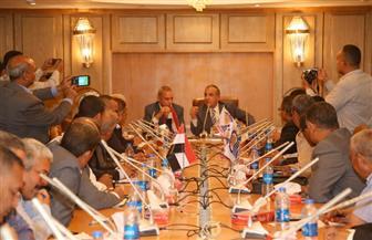 وزير التنمية المحلية يجتمع بتنفيذيي قنا.. ويطالب بالتصدي للتعديات على الأراضي الزراعية | صور