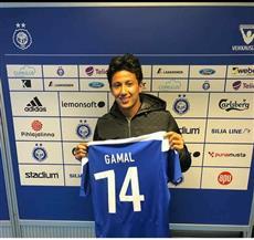 عمرو جمال يرتدى القميص رقم 74 مع هلسنكي الفنلندي تقديرا لشهداء الأهلي