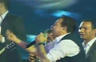 """""""حكيم"""" يشعل استاد القاهرة بأغانيه الوطنية وسط هتافات مؤيدة للرئيس السيسي"""