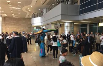 مطار القاهرة يستقبل وفدا سياحيا من الشرطة الأمريكية بالطبل والمزمار | صور