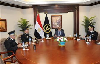 وزير الداخلية يوجه بحل مشاكل المرور بالقاهرة.. وتكثيف الحملات المرورية