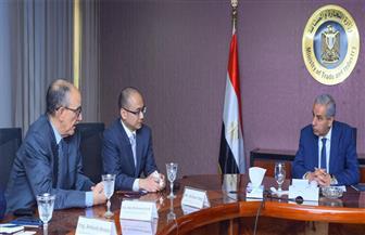 وزير الصناعة يبحث مع أكبر شركات السيارات العالمية ضخ استثمارات جديدة بمصر