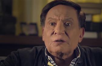 """عادل إمام يفتح ملف تزوير الشهادات الجامعية في الحلقة الـ١٩ من """"عوالم خفية"""""""