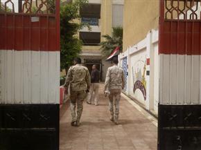 محافظ المنيا يتفقد عددا من المقرات الانتخابية ويتابع التجهيزات بها