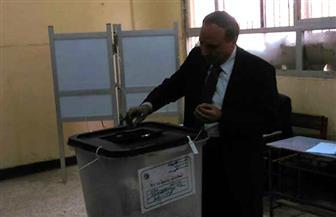 نقيب الصحفيين يدلي بصوته في الانتخابات الرئاسية | صور