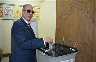 محافظ البحر الأحمر يدلي بصوته في الانتخابات الرئاسية بمدرسة الميناء بالغردقة | صور