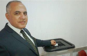 وزير الري يدلي بصوته في الانتخابات الرئاسية بزهراء المعادي | صور