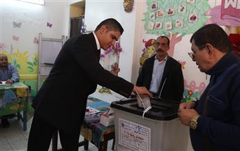 أبوهشيمة يدلي بصوته في مدرسة الرشيد الابتدائية بمصر الجديدة