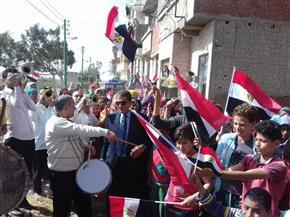 مواطنون يحتفلون بالمشاركة في الانتخابات الرئاسية أمام لجنة مدرسة عمر بن الخطاب بالمطرية | فيديو