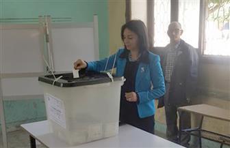مايا مرسي تدلي بصوتها في الانتخابات الرئاسية بالدقي