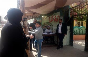 استمرار توافد المواطنين علي لجان الاقتراع بالدقي.. وأغاني حليم الوطنية أمام مدرسة عامر عبد المقصود| صور