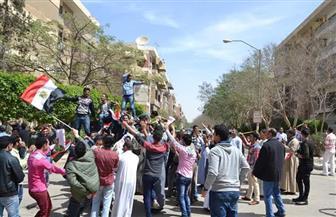 المصريون يتراقصون على الأغاني الوطنية أمام لجان انتخابات الرئاسة