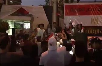المصريون يواصلون الإدلاء بأصواتهم وسط احتفالات جماهيرية أمام اللجان قبل إغلاقها | فيديو