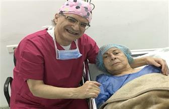 آمال فريد في العناية المركزة بعد العملية الجراحية.. والطبيب المعالج يؤكد نجاحها