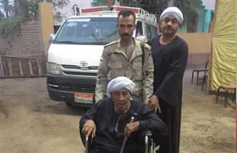 رجال الجيش والشرطة بالأقصر ينقلون كبار السن وذوي الاحتياجات الخاصة من محيط اللجنة إلى داخلها|صور