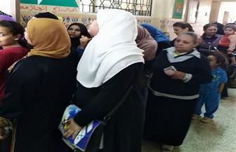 حضور كثيف بلجنة كفر المنصورة الإعدادية بالمنيا للتصويت في الانتخابات  فيديو