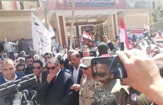مسيرة طلابية بشوارع كفرالشيخ  لحث الناخبين على المشاركة والمحافظ يتجاوب معهم | صور