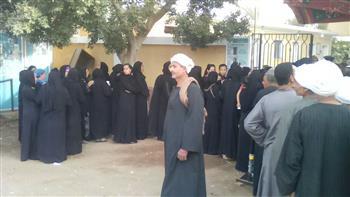 تكدس الناخبين في لجان قرية العضايمة بالأقصر.. والمحافظ يتفقد سير العملية في 10 قرى | صور