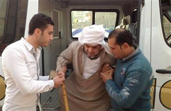 مدير أمن كفر الشيخ يستجيب لمسن مصاب بضمور العضلات في مساعدته على التصويت | صور