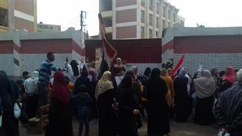 إقبال كثيف من السيدات على لجان الانتخابات بمركز سمنود | صور