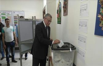 رئيس محكمة البحر الأحمر يدلي بصوته في الغردقة| صور