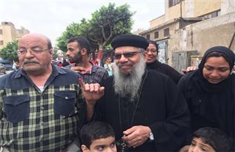 راعي كنيسة العذراء بالأميرية يدلي بصوته في الانتخابات ويطالب المواطنين بالمشاركة ودعم الجيش| فيديو وصور