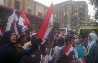 استمرار توافد الناخبين على لجان شبرا.. والسيدات يلوحن بالأعلام في أجواء احتفالية | صور