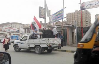 سيارات تردد الأناشيد الوطنية بشوارع حلوان لحث المواطنين على المشاركة في الانتخابات | صور