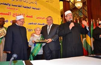 وزير الأوقاف يصرف جائزتين بشكل استثنائي في مسابقة القرآن الكريم | صور