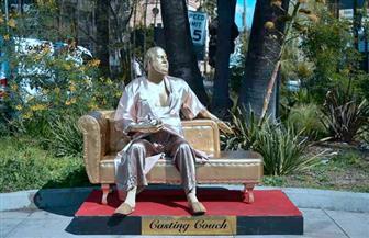 """تمثال ذهبي لـ """"متحرش هوليوود"""" قبل انطلاق حفل الأوسكار"""