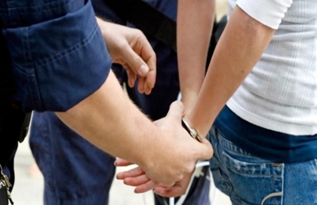 ضبط 4 عاطلين يروجون المخدرات في البحيرة -