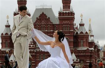 الأسماء المتشابهة وتناول اللبن بالملعقة واختبارات الزواج.. 30 عادة غريبة لن تجدها إلا في روسيا