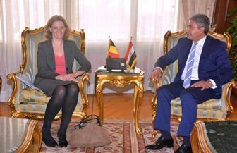 وزير الطيران المدني يلتقي سفيرة بلجيكا لبحث العلاقات الثنائية في مجال النقل الجوي