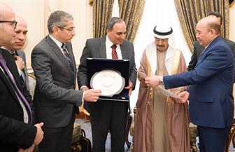"""رئيس وزراء البحرين لوفد """"الأهرام"""": الرئيس السيسي قاد تنمية شاملة في مصر وندعم حربها ضد الإرهاب"""