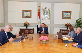 الرئيس السيسي يستعرض سبل تفعيل التأمين الاجتماعي على عمال المقاولات والبناء والتشييد والمحاجر