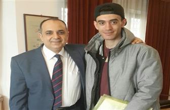 السفير المصري في بولندا يلتقي بالمواطن محمد عزت المعتدى عليه
