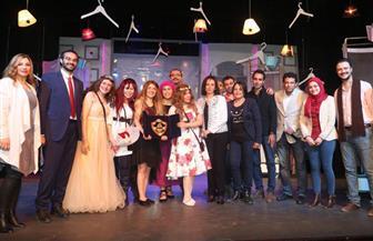 مايا مرسي تهدي درع القومي للمرأة لفرقة مسرح الشباب | صور