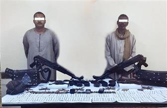 ضبط 14 متهما بحوزتهم 15 قطعة سلاح نارى وكمية من الأقراص المخدرة بأسوان | صور