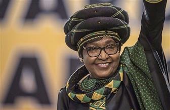 آلاف الأشخاص يشيعون جنازة الناشطة ويني مانديلا في جنوب إفريقيا