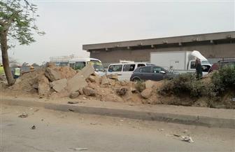 كثافة مرورية في جسر السويس بسبب مد كابلات اتصالات بمنطقة العرب | صور