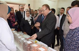 محافظ بني سويف يتفقد نماذج مهارات التصنيع الغذائي لـ 3 آلاف سيدة | صور